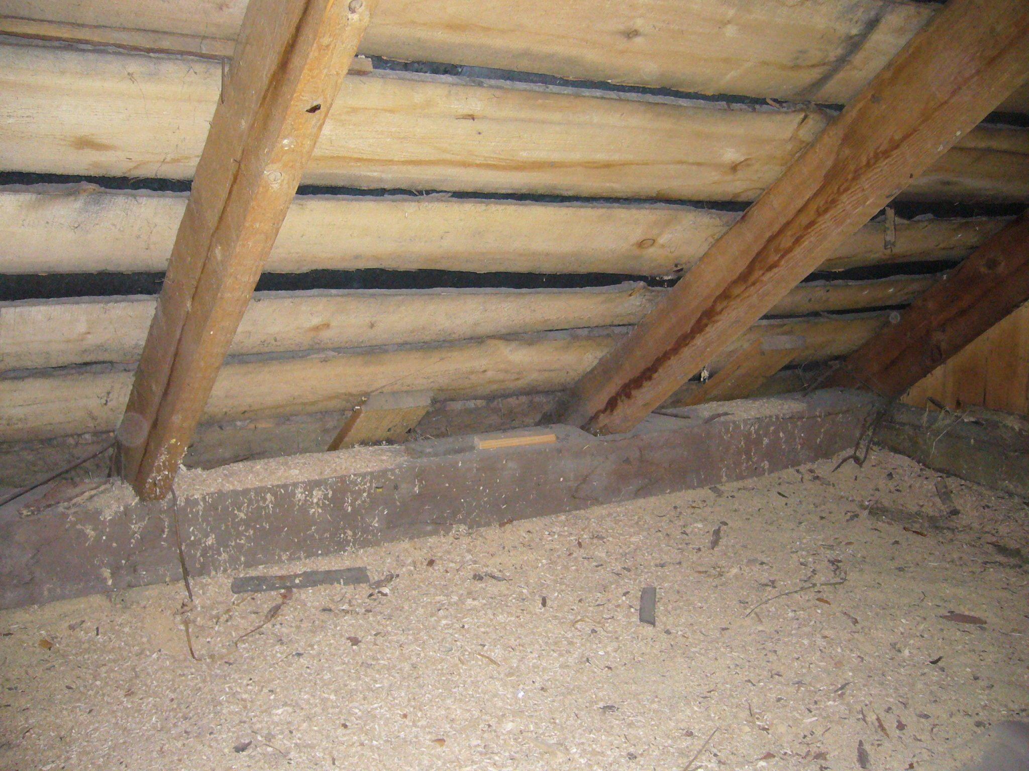 чем утеплить потолок в даче всей