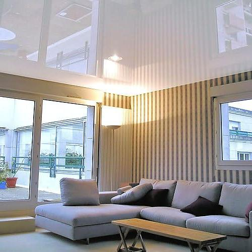 Увеличение высоты потолка при помощи обоев
