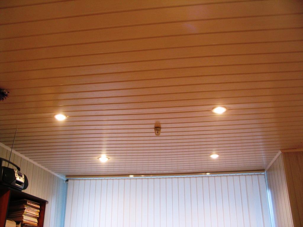 Потолок под пластиковой вагонкой