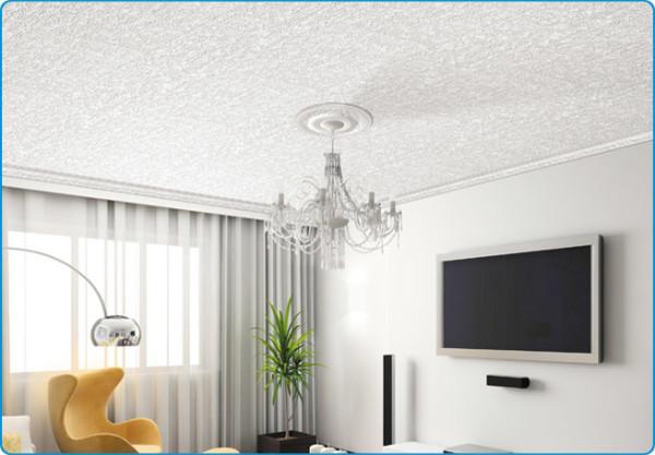 Плинтус из пенопласта недорогой, легкий, удобный для наклеивания его на стену.