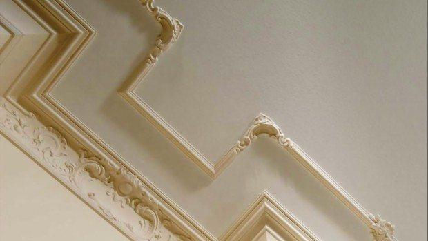 Вычурная форма плинтуса должна сочетаться с остальной обстановкой комнаты