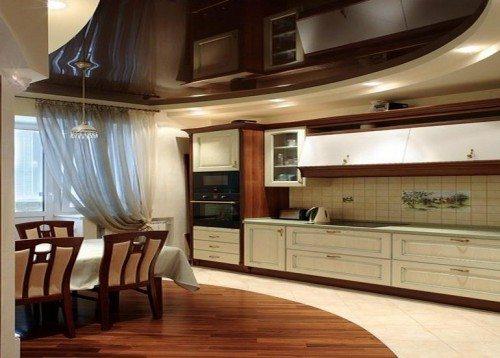 Нам нужно выбрать не только красивый, но и практичный материал для кухонного потолка