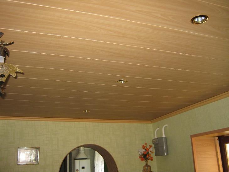 Потолок в спальне из панелей МДФ