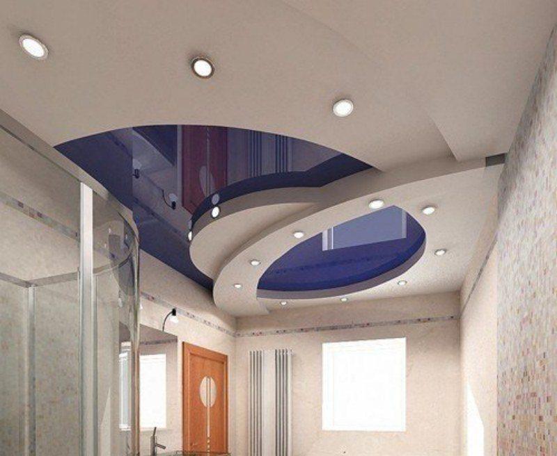 Выбор между натяжным потолком и гипсокартоном не будет стоять, если предпочесть оба варианта в одной композиции