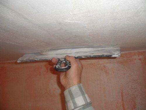 Заделка стыков между потолочными плитами перед покраской