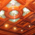 Кесоннный потолок из дерева и стекла