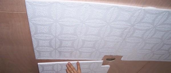 Потолочная плитка погасит звук и сохранит тепло.