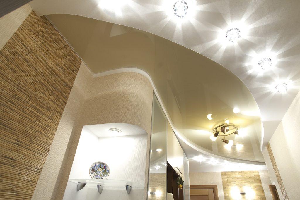 Комбинированное освещение – лучшее решение при низких потолках.