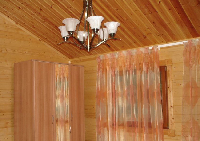 Панели для подшивных потолков из всевозможных пород древесины оклеены шпоном