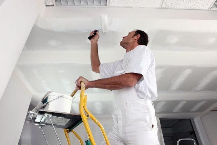 Покраска подвесного потолка