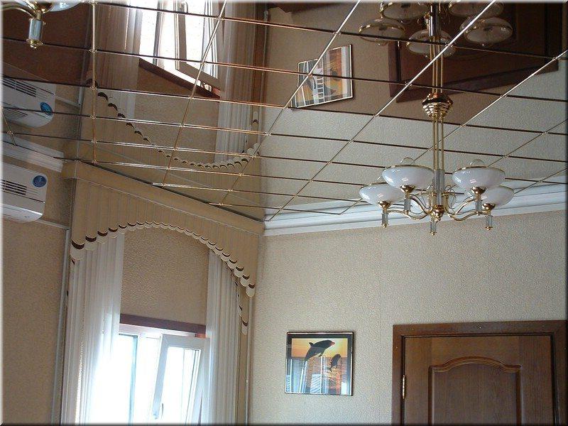Зеркальные кассеты сделают потолок главным акцентом дизайна, и намного расширят пространство
