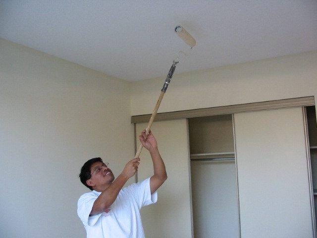 Водоэмульсионные краски позволяют не заботится о вентиляции во время покраски.