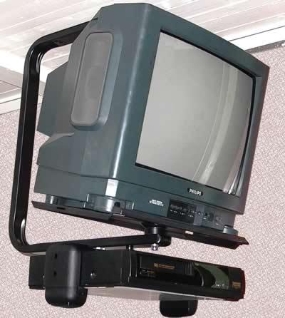Вариант установки кинескопного телевизора с помощью потолочного крепления