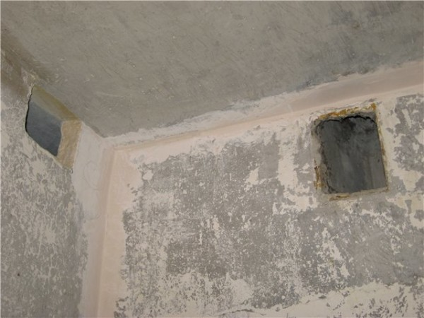 Вентиляция в квартирах - только вытяжная. Ее обеспечивает естественная тяга в вертикальном канале.