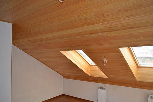 Ламинат в оформлении двухуровневого потолка