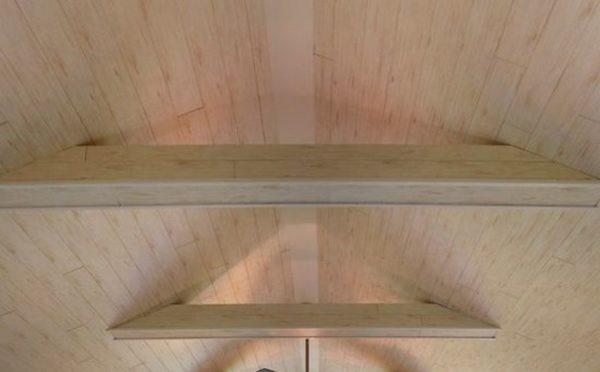 Ламинатом можно обшить даже двухскатный потолок