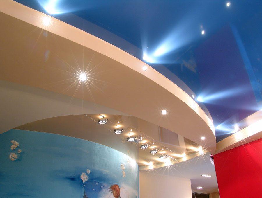 Дизайн такого потолка может удовлетворить самого изысканного и требовательного покупателя