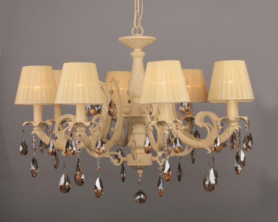 Классические люстры создают неповторимый уют, благодаря привычному и удобному освещению.