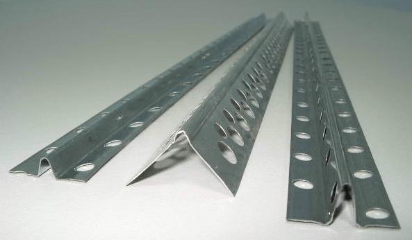 Маячковые профили помогут вывести потолок в горизонталь.