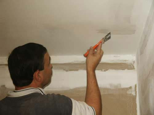 ед тем, как приступать к чистовой отделке, необходимо качественно подготовить черновой потолок. Это необходимо, чтобы новое покрытие привлекательно выглядело и служило долго.   <h3 srcset=