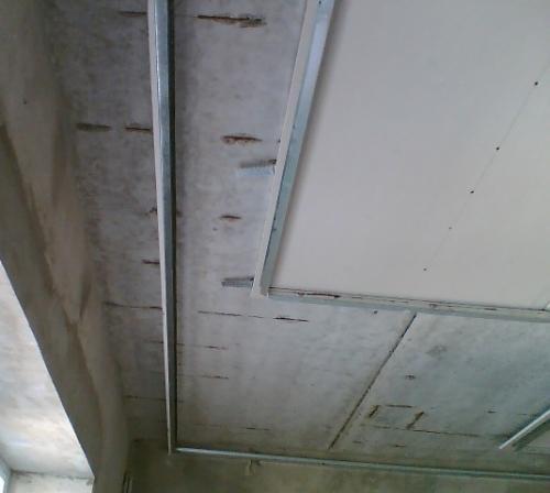 Монтаж каркаса двухуровневого гипсокартонного потолка с подсветкой