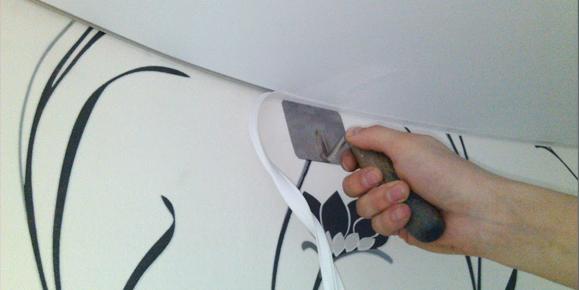 Стык стены и потолка: как правильно подобрать потолочный плинтус