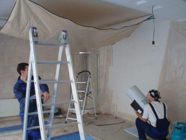 Монтаж покрытия вместе с системой подсветки занимает максимум два дня.