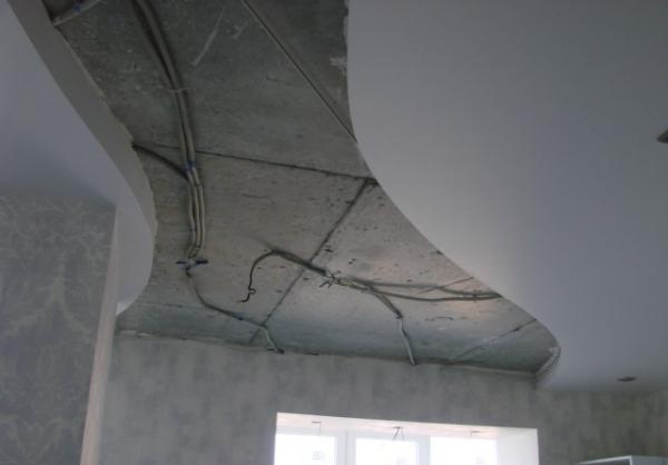 Монтаж разводки электропитания для установки точечных светильников