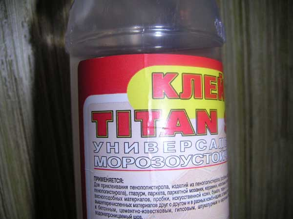 """Клеевой раствор """"Титан"""" отлично подходит для многих видов потолочных плинтусов"""