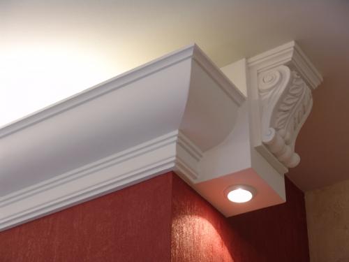 На фото – пенопласт в отделке потолочной поверхности