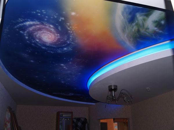 На фото – пример потолка «звездное небо»