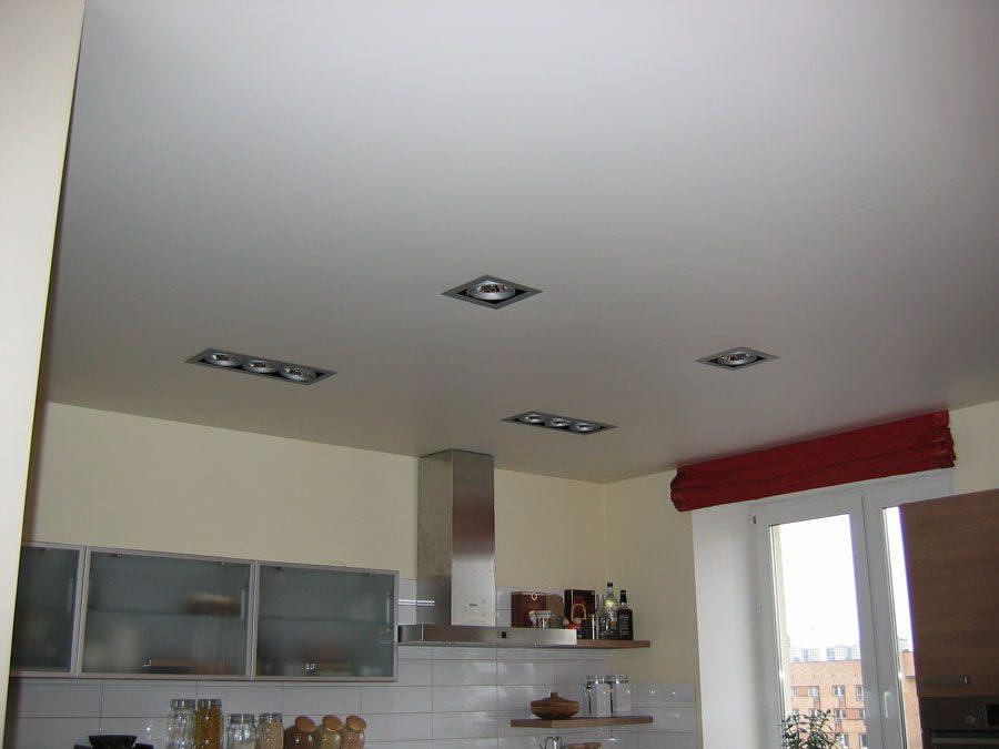 Потолок на кухне натяжной матовый