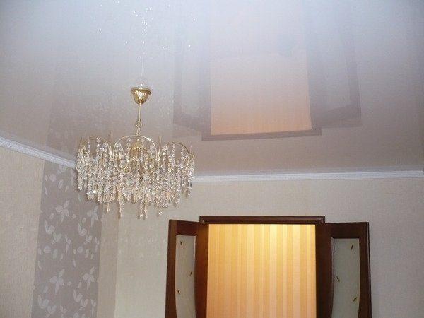 На ровном потолке эта краска смотрится прекрасно, будто перед нами натяжное полотно!