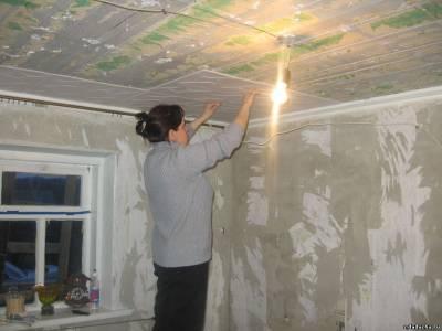 Демонтаж старой потолочной плитки