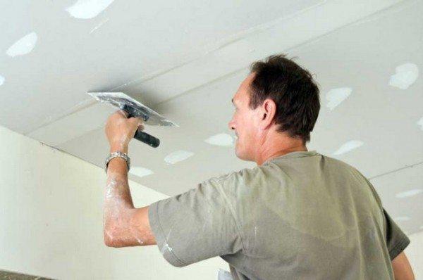 Нанесение шпаклевки на подвесной гипсокартонный потолок