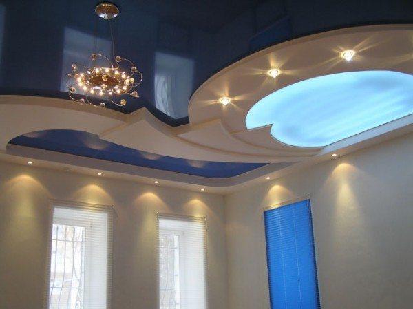 Красота натяжных потолков зависит от его блеска.
