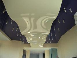 Натяжной потолок в виде волны