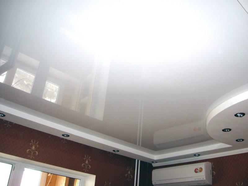 Натяжной потолок из глянцевого полотна