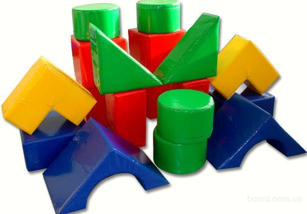 Из ПВХ, который применяется при изготовлении натяжных потолков, изготавливают детские игрушки и многие другие предметы бытового обихода