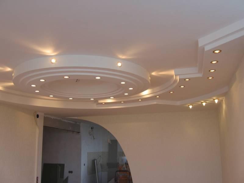 Для создания сложных потолочных композиций гипсокартонный потолок более привлекателен