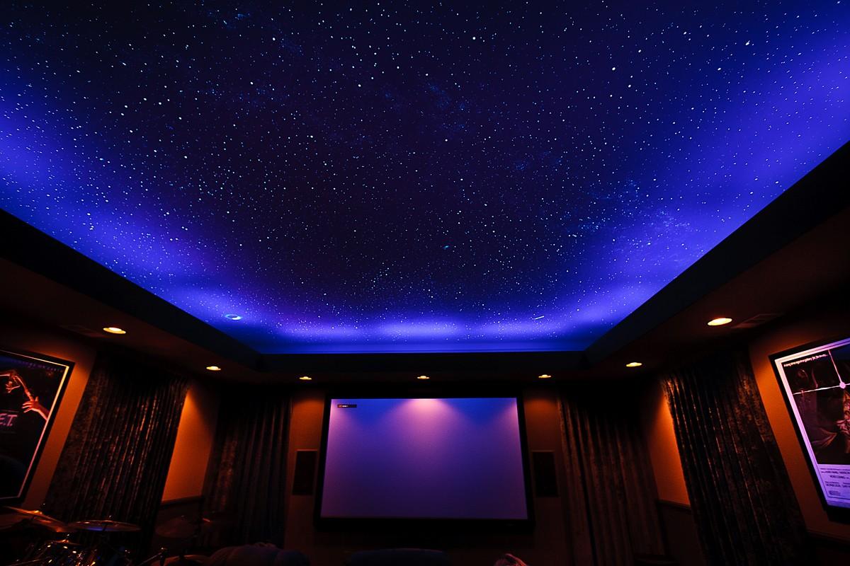 одной натяжные потолки с неоновой подсветкой фото расположено