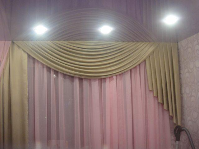 Шторы и натяжные потолки фото