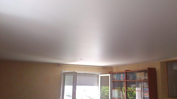 Неповторимая фактура сатинового натяжного потолка