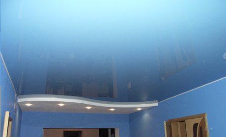 Натяжной потолок выглядит привлекательно. Но своими руками его, увы, не изготовишь