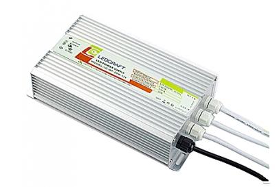 Несколько светодиодных низковольтных ламп могут использовать общий преобразователь питания. Он выделяет много тепла, и лучше всего вынести его в место с хорошей вентиляцией.