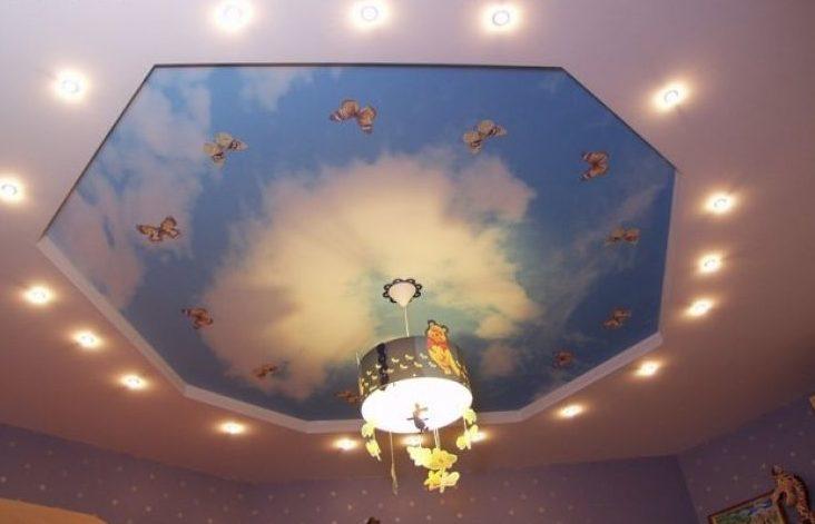 Облака и бабочки посреди гостиной