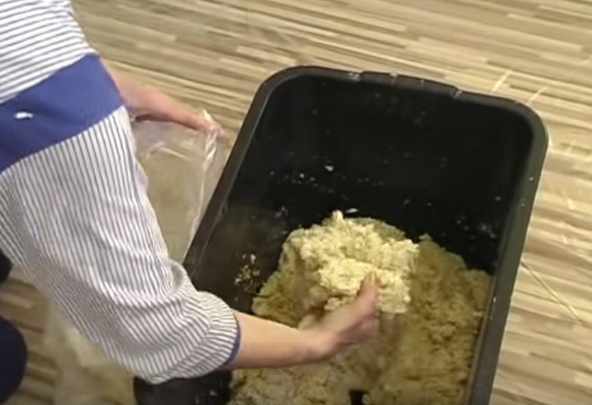 Как наносить жидкие обои на стену видео (инструкция)