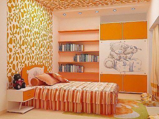 Виниловый потолок и стена из наклеек, нанесенных на окрашенную поверхность