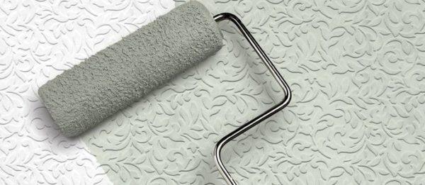 Обои под покраску – отличное решение для потолка