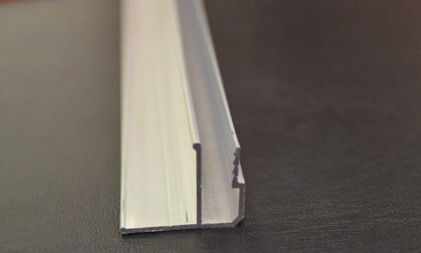 Образец потолочной алюминиевой галтели для натяжных потолков